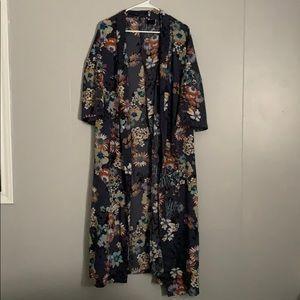Short sleeve Long floral print kimono. Size M/L